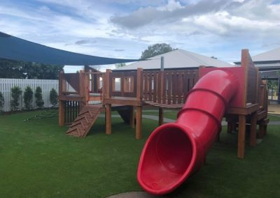 Outdoor fun equipment and slide in Idalia Centre